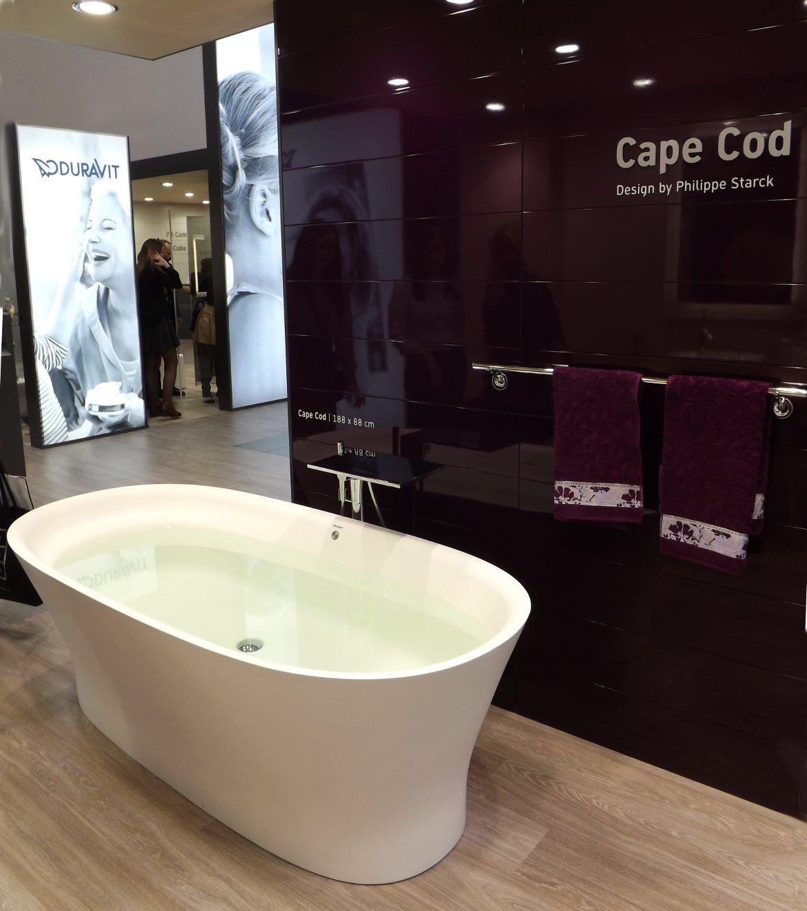 Ванна из коллекции Cape Cod на экспозиции компании Duravit во время выставки MosBuild 2015. Вид А