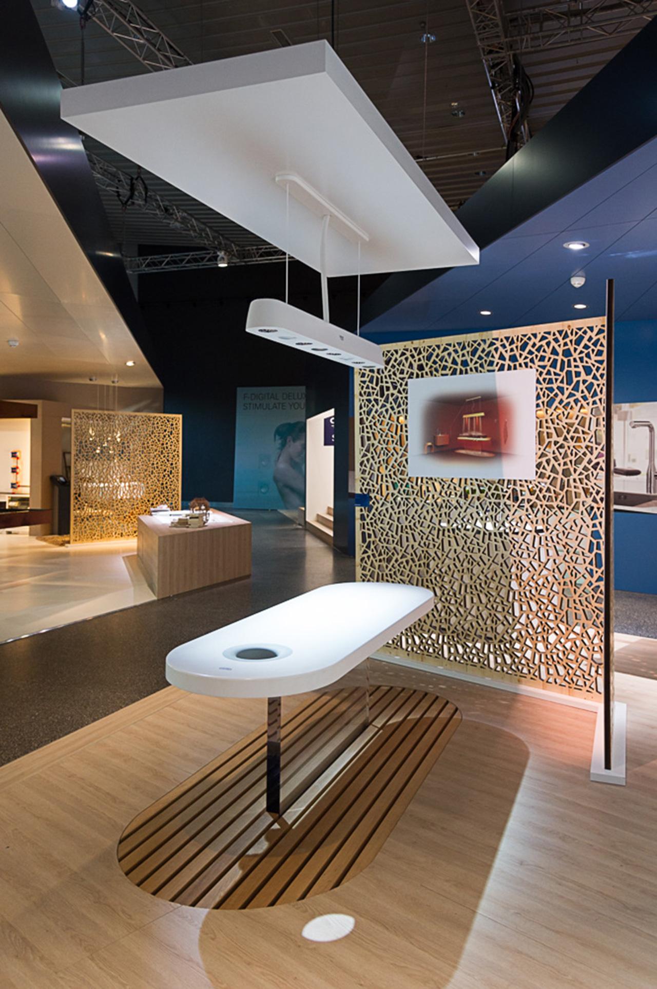 Солярий для спа-салона на выставочном стенде Grohe во время выставки ISH 2015