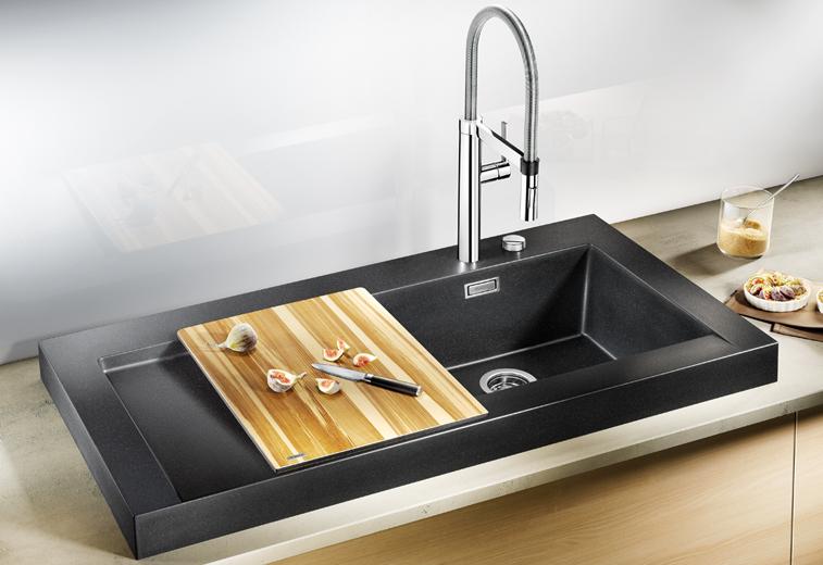 Кухонная мойка из коллекции MODEX 2012 года в цветовом исполнении из гаммы SILGRANIT с соответствующим по стилю смесителем Blanco. Вид В